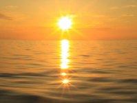 奄美の海に沈む夕日