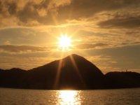 奄美大島に沈む冬の夕日