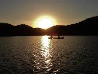 幻想的な夕陽をカヌーから眺めるロマンチックなひととき♪