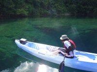 色の変化が美しい支笏湖