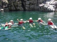 その時々によって、ガイドと一緒に楽しい川遊びを満喫しよう!