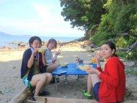 無人島で手作りランチを満喫!
