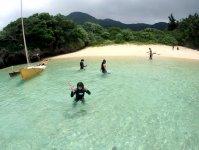 無人島に上陸!フカフカのビーチで遊んだり休憩したりと島時間を満喫!