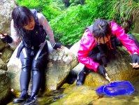 エビ釣りや水鉄砲遊び、ヨガや水晶探し色々な遊びが体験できる!
