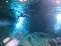 ボートシュノーケリングでは人気の青の洞窟にもいける!