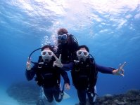 水中はインストラクターが体のバランスをとって移動するので、泳げない方でも安心してご参加いただけます!