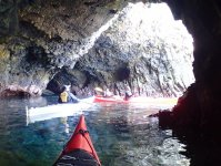 シーカヤックで洞窟探検