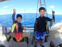 色々な魚が釣れるので、飽きやすい子ども達も思わず真剣に。