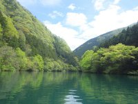 緑豊かな奥多摩の白丸湖
