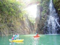 美し景観が魅力の赤谷湖でカヤック体験!