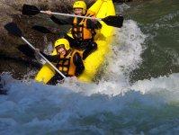 小回りの利くダッキーで大迫力な川下り体験!