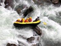 鵡川名物・赤岩がダイナミックな景観を作り上げています