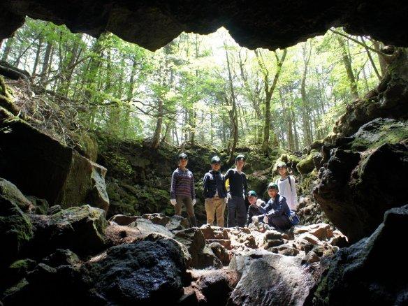 富士山麓洞窟探検&青木ヶ原樹海 トレッキング