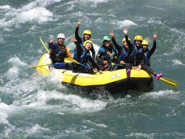 関東一の激流・豊かな水量・渓谷美で知られる利根川。個性豊かなガイド達が皆様を全力でサポート致します