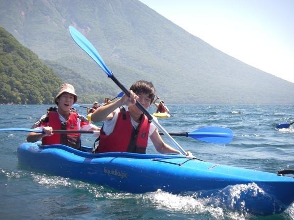 カヌー未経験者や小さなお子様(小学1年~)も楽しめます。希望により、2人乗りを用意することも出来ます。