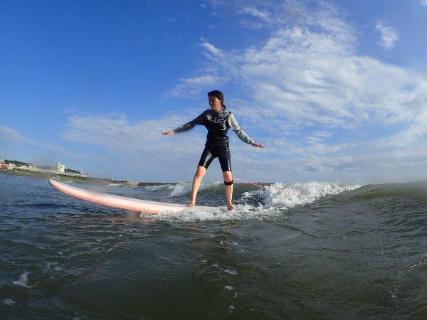 安全なフィールドでサーフィンにチャレンジ!