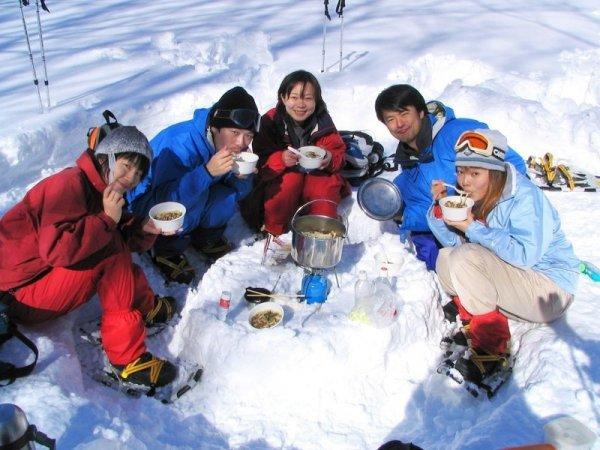 雪の世界でおもいっきり遊ぼう!1日コースはあったかアウトドアランチ付き!