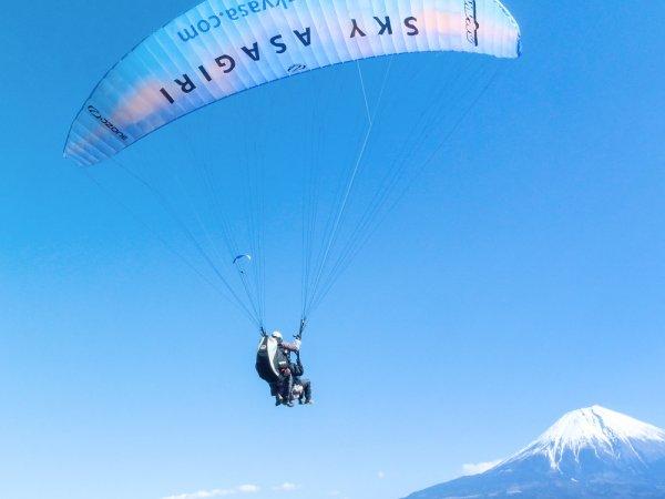 富士山を眺めながらのフライト!一緒に空中散歩しましょう。【タンデムフライト】