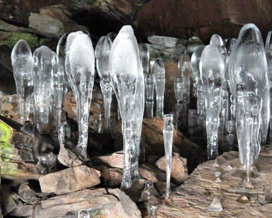 スゴクめずらしい氷筍が見られるのは、『神秘的な感動体験 大幽の洞窟』1dayコース。