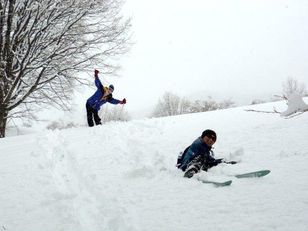 こんなふかふかの雪なら転ぶのも楽しいよね