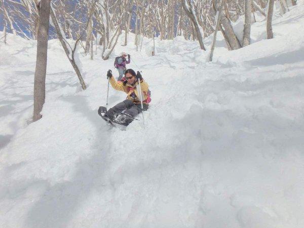 雪の滑り台!みんなでわいわい雪遊び!