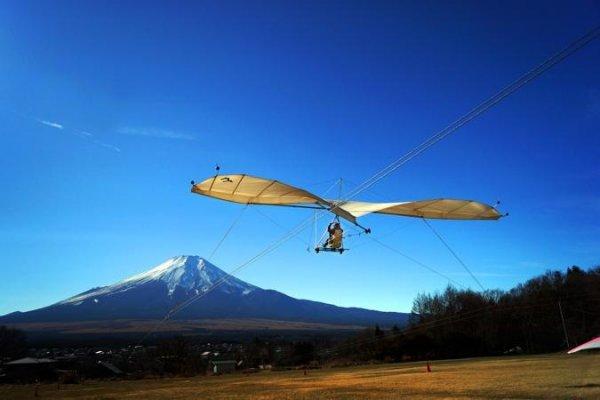 トーイングなら地上から約3m前後の高さで滑空距離約100m、10秒〜15秒程度の飛行が気軽に楽しめる!