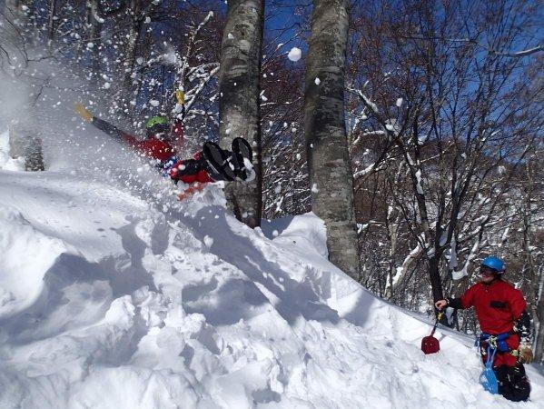 新雪だから痛くない!思い切って、ビッグジャンプを決めてみましょう!