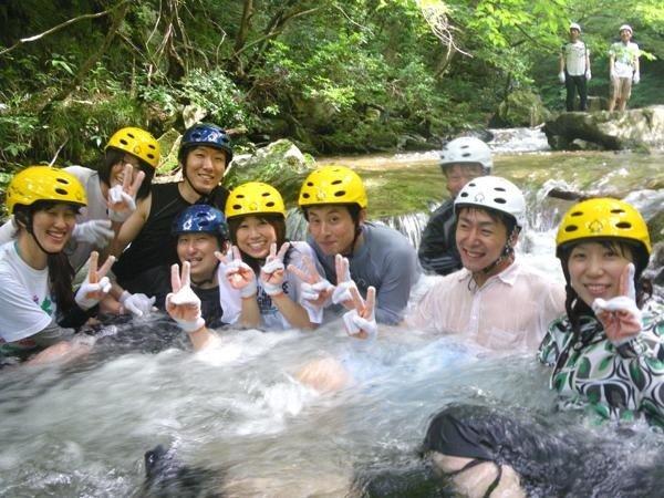 い〜い湯〜だ〜な♪ってホントはすごく冷たいはずです(^^;)天然のジャグジーバス?を体験して下さい