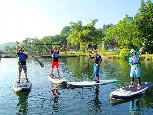 豊かな自然に包まれた野尻湖でツアーを開催