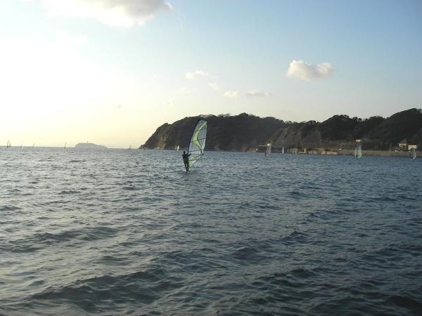 逗子海岸は遠浅の浜で、安全なゲレンデです。晴れた日には富士山も綺麗に見えます