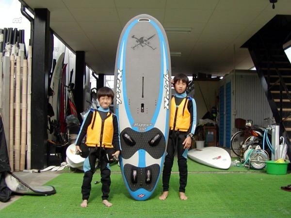 キッズからシニアまで、多くの方が体験スクールを通じてウインドサーフィンの魅力に触れています