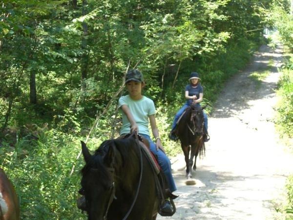 親子で楽しめる乗馬トレッキング!!7歳から参加できます。(※コースにより異なる)
