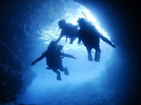 大人気の青の洞窟で体験ダイビング!