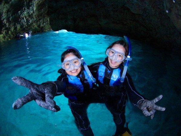 人気の青の洞窟でシュノーケリング!