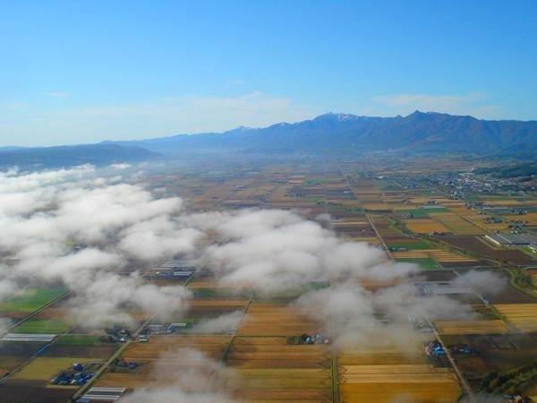高度400mの上空から富良野の大自然を満喫!早朝のフライトでは、プチ雲海が見れることも。