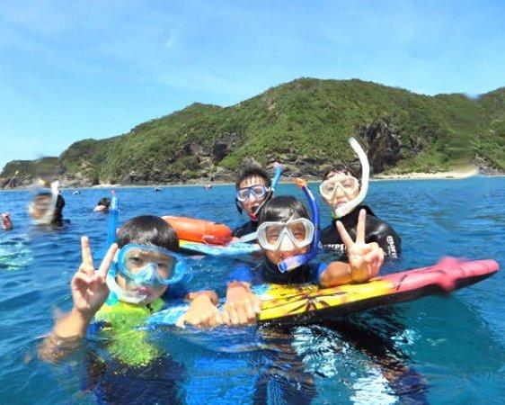 海遊び初体験の方や、6歳のお子様もご家族で気軽に楽しめる《シュノーケリングコース》もあり!