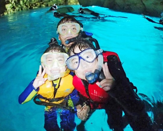 【青の洞窟シュノーケリング】だけでなく、、シーカヤックや、プチ洞窟探検も楽しが楽しめるコースも人気!