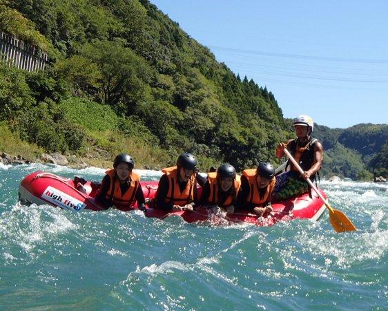 日本三大急流「球磨川」で、笑顔はじける爽快体験!