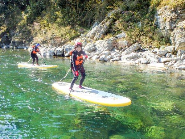 川の流れに乗ってすいすい漕ぎ進めば気分爽快!
