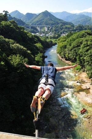 諏訪峡大橋からのブリッジバンジーは大人気!!
