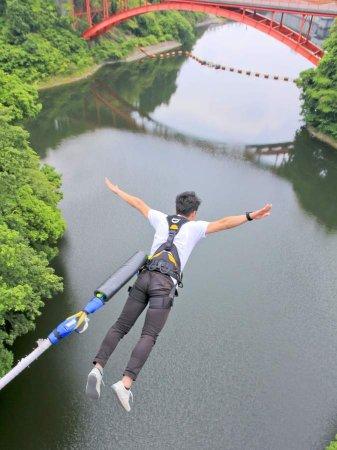 高さ30m!存在感抜群の開運橋から思いっきりジャンプ!