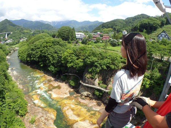 群馬県水上の美しい渓谷に吸い込まれるように一歩を踏み出せば、今まで感じたことのないようなスリルと爽快感が味わえます。