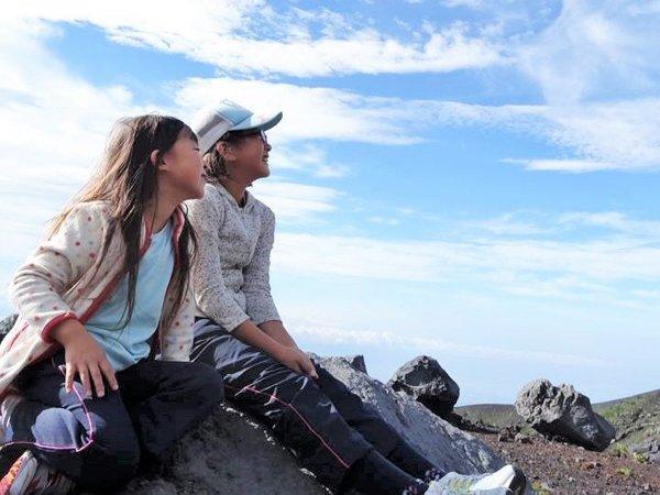 コースは、下り中心のダウンヒルコース(1日)と、周遊コース(半日)のみ。お子様や体力に自信がない方でも、富士山の魅力いっぱいのトレッキングを楽しんでいただけます。