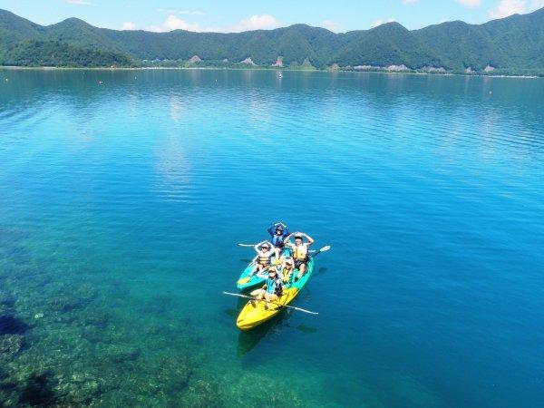 透き通る美しい湖
