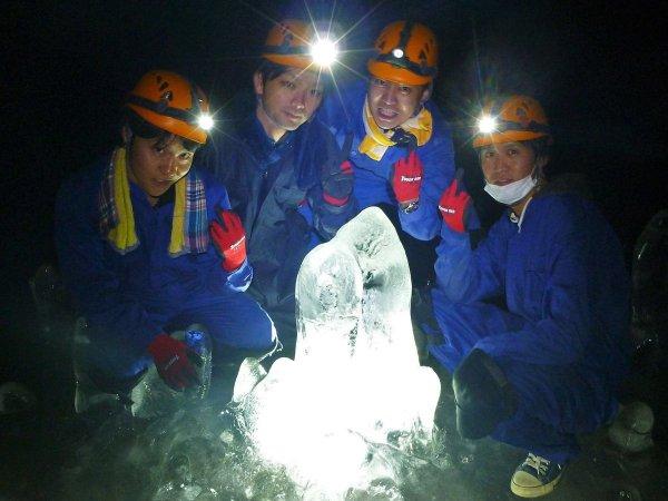「洞窟大好き!」な洞窟探検の専門ガイド達がその魅力を存分に伝えます!