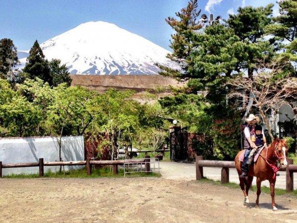 コース中だけでなくクラブハウスからも富士山が望めます!