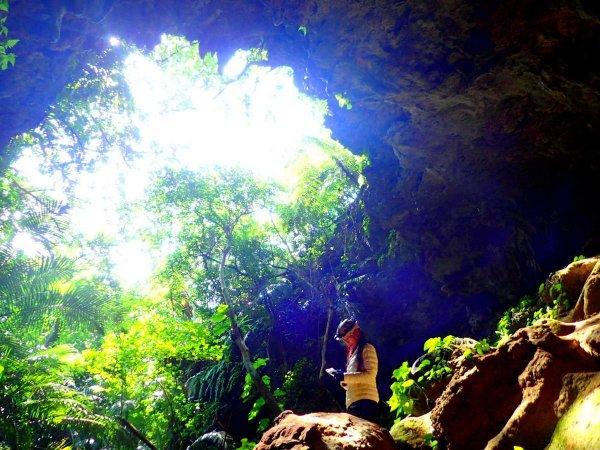 光と影の美しいコントラスト!地底を探検!