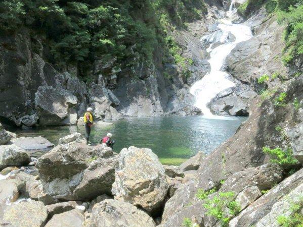 スケール満点の滝を発見!