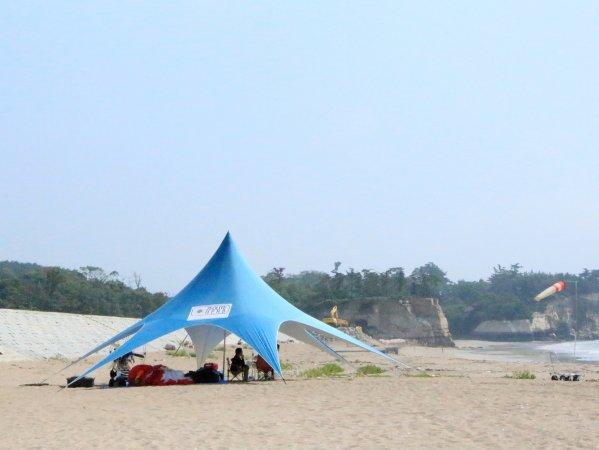 かぜのおかパラグライダーテントベース(菖蒲田浜海水浴場横)