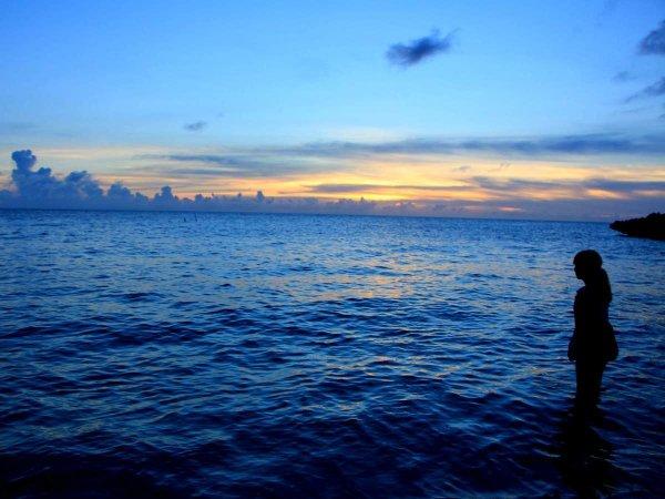 その目で確かめて!幻想的な光に包まれる海ホタルシュノーケリング
